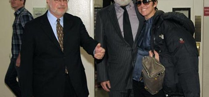 Quaid attorney steps down as warrant issued