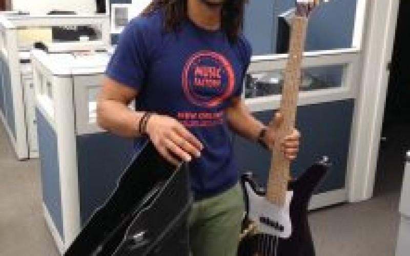 Glendora Detectives Help New Resident Reclaim Guitar