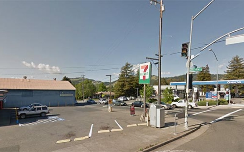 7-11 Robber sets his sights low, but he's stopped with a mop