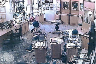 Blacy's Jewelers surveillance image of the two suspects.