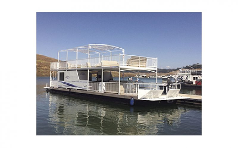 Houseboat burglars caught in the act by marina
