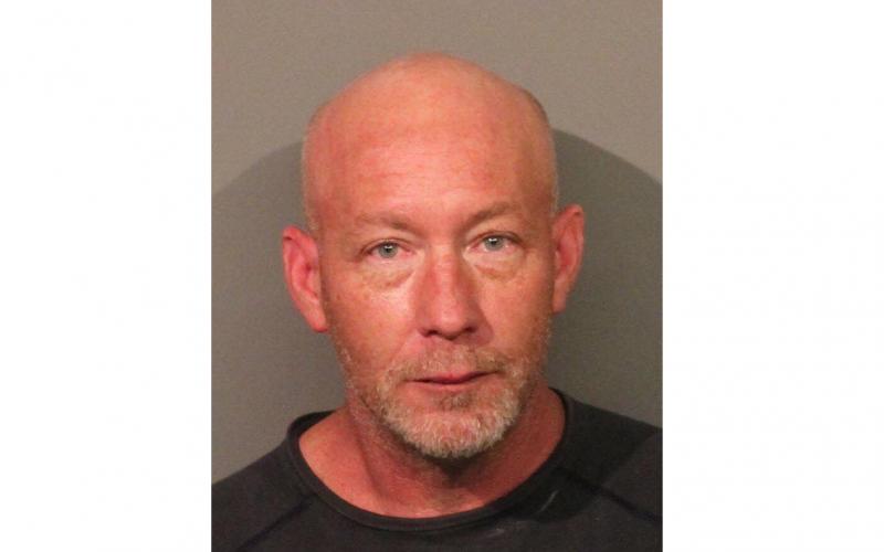 Lincoln man accused of burglarizing trailer, breaking into building