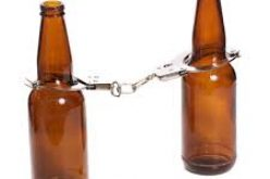 Under alcohol, man throws beer bottle at pregnant woman
